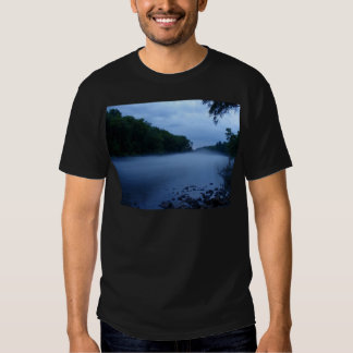 Camiseta oscura básica - niebla del río playera