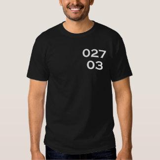 Camiseta oscura de 02703 firmas playeras