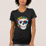 Camiseta oscura del teñido anudado del cráneo del