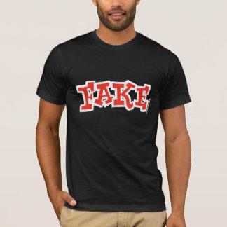 Camiseta oscura falsa