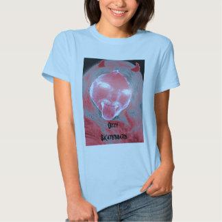 Camiseta para mujer de la muñeca del monopatín de camisas