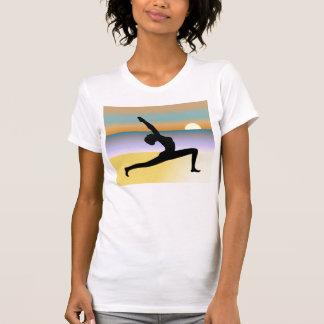 Camiseta para mujer de la silueta de la actitud de