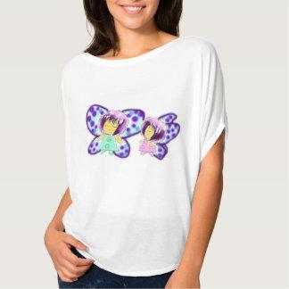 Camiseta preciosa de Bella Flowy de dos hermanas Remeras