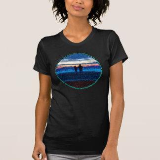 Camiseta punteada de la puesta del sol playera