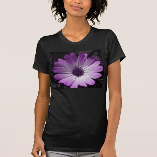 Camiseta púrpura de las señoras de la flor de la m