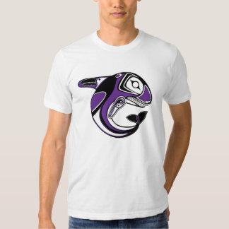 Camiseta púrpura del tótem de la ballena de los remeras