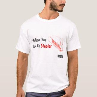 Camiseta roja de la grapadora para los hombres