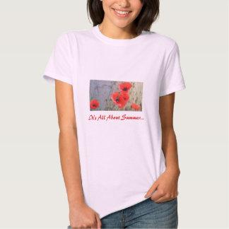 Camiseta roja de las amapolas de maíz de campo playera