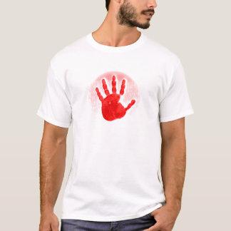 Camiseta roja del color claro de la mano