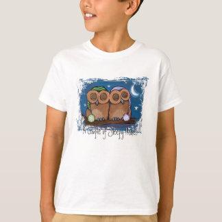 Camiseta soñolienta linda de los búhos