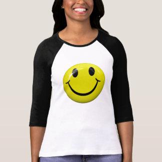 Camiseta sonriente feliz de la cara