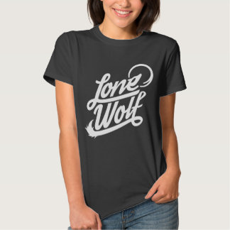 Camiseta tipográfica del lobo solitario playeras