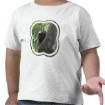 Camiseta tocada con la punta del pie dos del niño