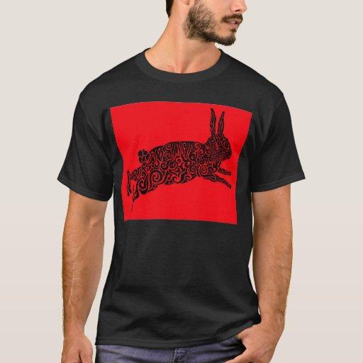 Camiseta tribal del conejo rojo