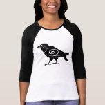 Camiseta tribal del cuervo de las mujeres
