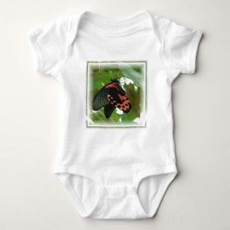 Camiseta tropical del bebé de la mariposa polera