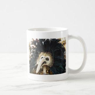 Camiseta veneciana negra de la máscara tazas de café