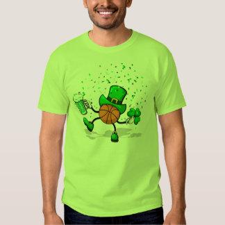 Camiseta verde clara del Leprechaun del baloncesto Playeras