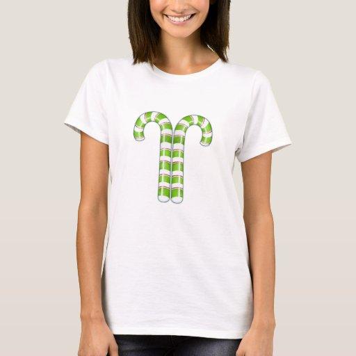 Camiseta verde de las señoras de los bastones de