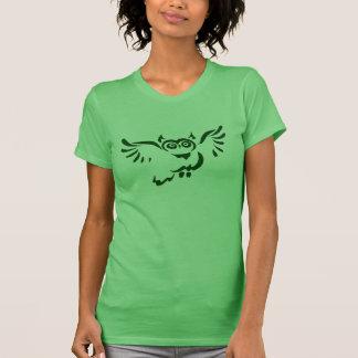 Camiseta verde del bosquejo del búho del vuelo playera