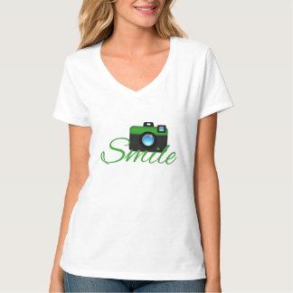 Camiseta verde del fotógrafo de la cámara y de la