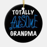 Camisetas azules y regalos de la abuela totalmente ornamentos de navidad
