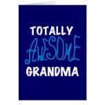 Camisetas azules y regalos de la abuela totalmente felicitacion