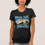Camisetas de la oscuridad de Nebraska del rastro