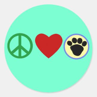 Camisetas de las patas del perrito del amor de la pegatina redonda