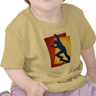 Camisetas de las rocas que anda en monopatín