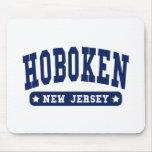 Camisetas del estilo de la universidad de Hoboken  Tapetes De Ratón