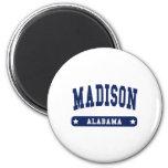 Camisetas del estilo de la universidad de Madison  Imán De Nevera