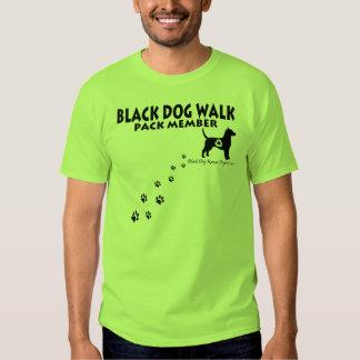Camisetas del paseo del perro negro polera