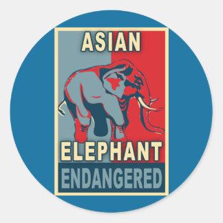 Camisetas en peligro del arte pop del elefante etiqueta redonda