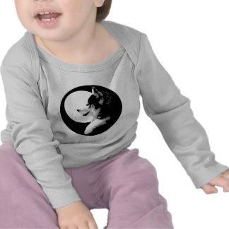Camisetas fornidas del bebé del perro de trineo de
