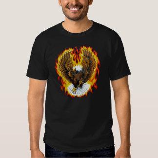 Camisetas patrióticas llameantes de Eagle calvo Playera