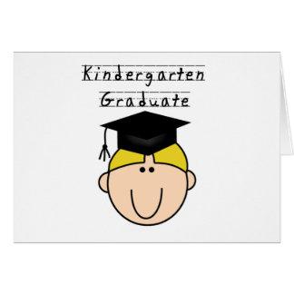 Camisetas rubias del graduado de la guardería del  tarjeta de felicitación
