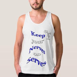 camisetas sin mangas azules del tenis del servicio