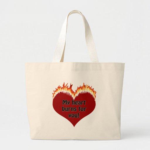 Camisetas y regalos ardientes del corazón del amor bolsas