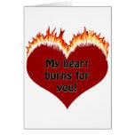 Camisetas y regalos ardientes del corazón del amor tarjetas