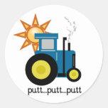 Camisetas y regalos azules del tractor del putt etiqueta redonda