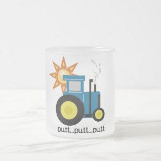 Camisetas y regalos azules del tractor del putt taza de cristal