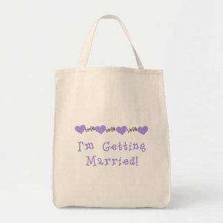 Camisetas y regalos casados que consiguen púrpuras bolsas