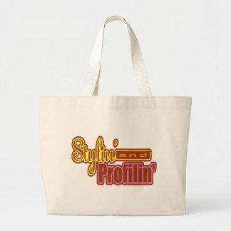 Camisetas y regalos conseguidos del estilo para el bolsas