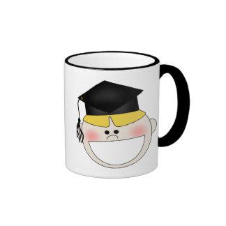 Camisetas y regalos de la graduación de los muchac taza