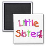 Camisetas y regalos de la pequeña hermana imán de nevera