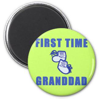 Camisetas y regalos del abuelo de la primera vez imán redondo 5 cm