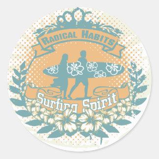 Camisetas y regalos del alcohol que practican surf pegatina redonda