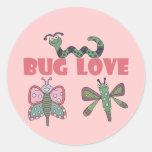 Camisetas y regalos del amor del insecto etiquetas redondas