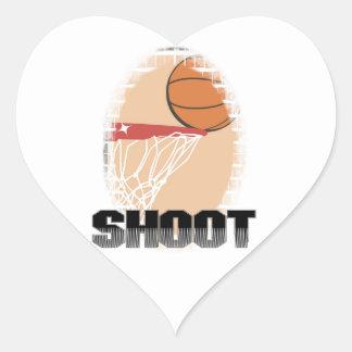 Camisetas y regalos del baloncesto del lanzamiento pegatina corazón